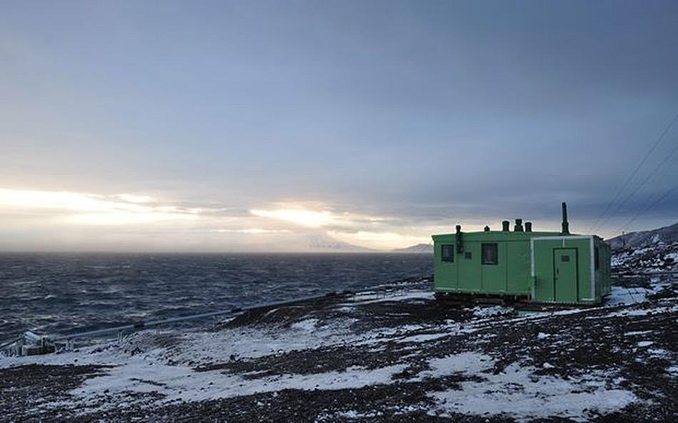 Die Hütte von Sir Edmund Hillary ist eher modern verglichen zu den Hütten anderer Entdecker wie beispielsweise Scott oder Shackleton. Bild: Antarctic Heritage Trust