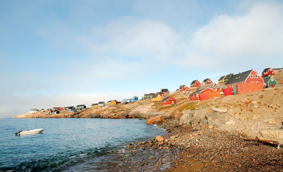 Die Ortschaft Ittoqqottormiit liegt am Eingang zum Scoresby Sund, dem weltgrössten Fjordsystem. Die rund 400 Einwohner leben in erster Linie von Fischfang, Jagd, Tourismus und wenige Dienstleistungen. Bild: Michael Wenger