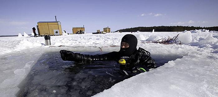 Taucher-im-Eis